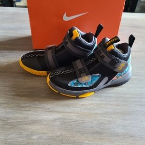 NWT Lebron Soldier XIII Kids Size 13c